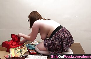 Tüdrukud läänest välja - paksud amatöörarmastused mänguasjad kisuvad tema juukseid
